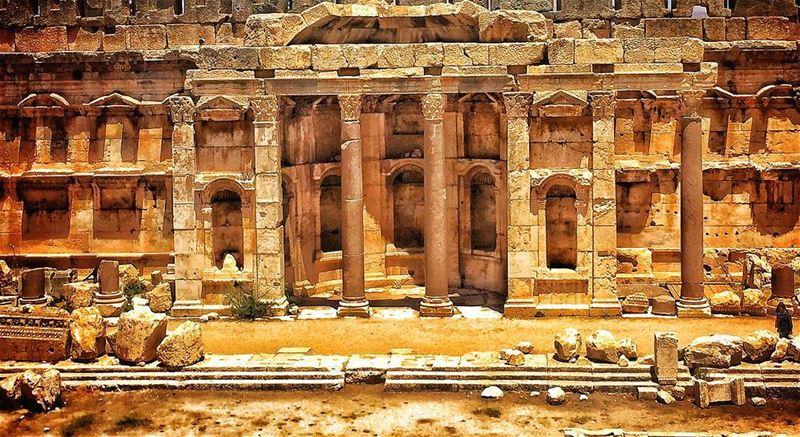 baalbeck temples castle lebanon historicalplace history archeology ...
