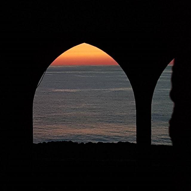 Sunset on the phoenician wall in Batroun. tourleb tourlebanon ... (Batroûn)