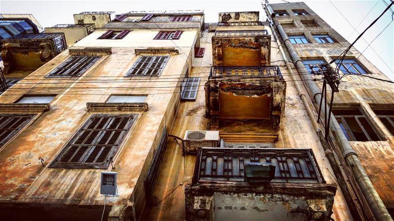 Fading Fast facade fadedglory savebeirutheritage traditional lebanese... (Beirut, Lebanon)