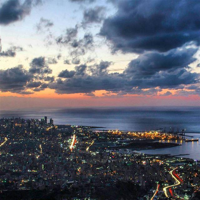 شو الليل ؟ لما الدني تبلش تتنفس عالهدا، والناس تضوي قلوبها قناديل و بيوتها (Beirut, Lebanon)