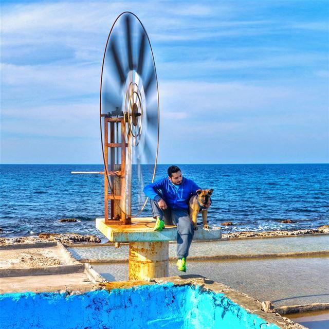 🌊🐶🌞.... sunday trip roadtrip beach ocean blue water fishing dogs... (Anfeh - Koura)