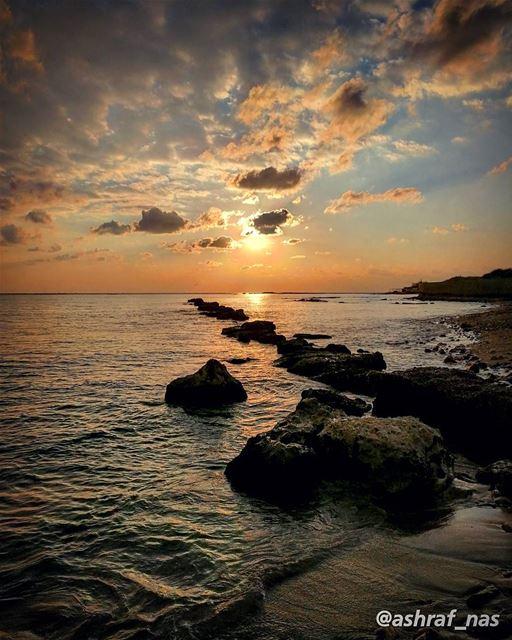 أيُّ وهمٍ أنت عشْتُ بهكُنْتَ في البالِ ولم تَكُنِ livelovetyre ... (Tyre, Lebanon)