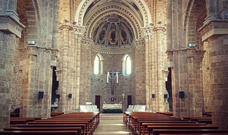 ᴛʜᴇ ᴄᴀᴘᴜᴄʜɪɴ ᴄᴀᴛʜᴇᴅʀᴀʟ ᴡᴀs ʙᴜɪʟᴛ ɪɴ 1864. ʜᴇᴀᴠɪʟʏ ᴅᴀᴍᴀɢᴇᴅ ᴅᴜʀɪɴɢ ᴛʜᴇ ᴄɪᴠɪʟ... (St. Louis Cathedral, Beirut)