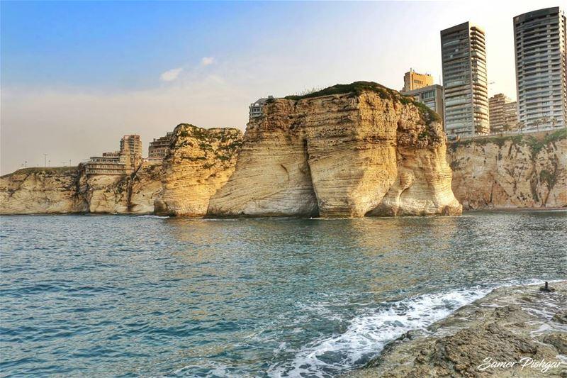 Pigeon Rock - Beirutلصخرة كأنها وجه بحار قديم.......