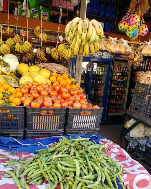 Fresh fava beans already! favabeans legumes greengrocer Lebanon ... (Dayr Al Qamar, Mont-Liban, Lebanon)