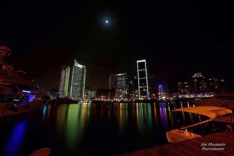 يا بيروت، يا ستّ الدنيا يا بيروت... beirut lebanon sea lights ... (Beirut, Lebanon)