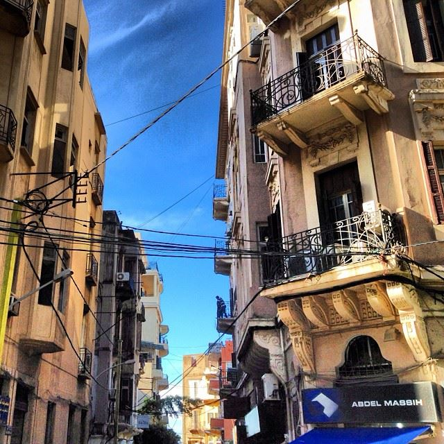 Threading  cables  typical  beirut  scene  lebanon  architecture ...