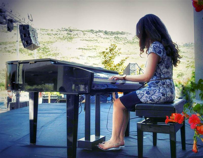 🎹🌺 Thanks for @nadinewanny piano pianist music musicaddict ... (Universite Saint-Joseph CEULN)