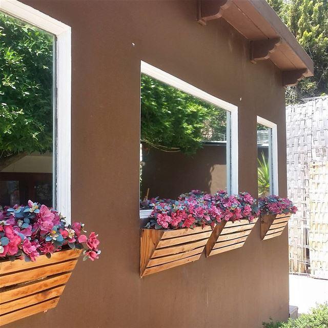 Spring is back 🌹🌸🌺 livelovebeirut wearelebanon lebanon... (Saint-George Hotel,Yacht Club & Marina)