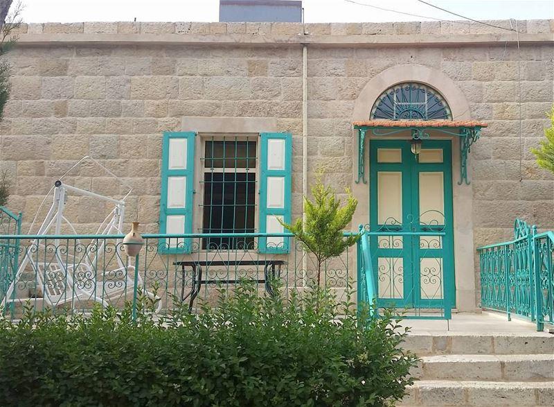If God closes a door He opens a window🏠 livelovedouma livelovebeirut ... (Douma, Liban-Nord, Lebanon)