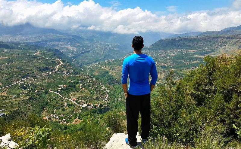 Climb it so you can see the world, not so the world can see you🗻by @mirnah (Akoura, Mont-Liban, Lebanon)