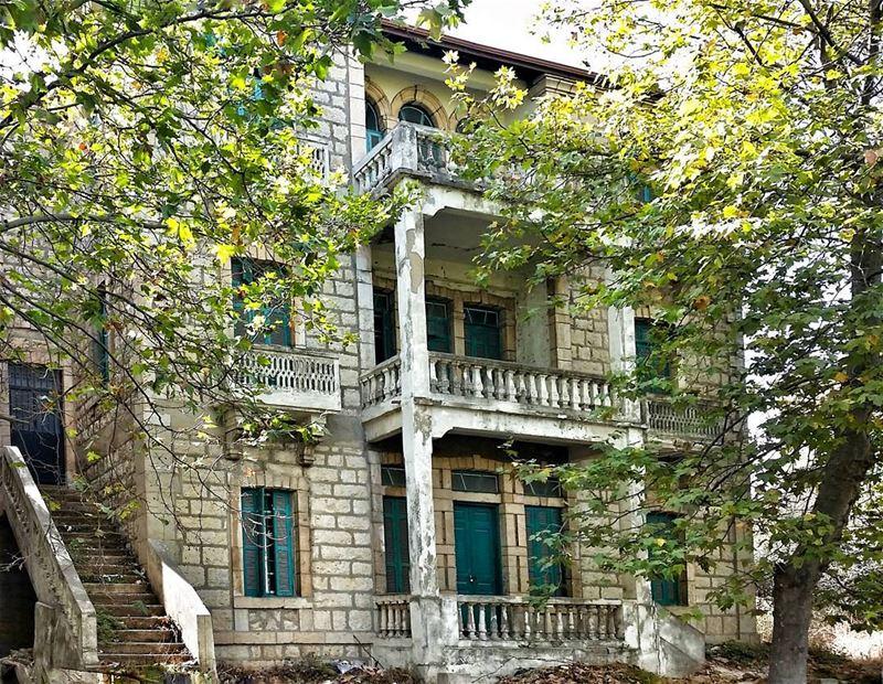 Old is gold 🏡 livelovebeirut livelovelebanon livelovesawfar ... (Sawfar, Mont-Liban, Lebanon)