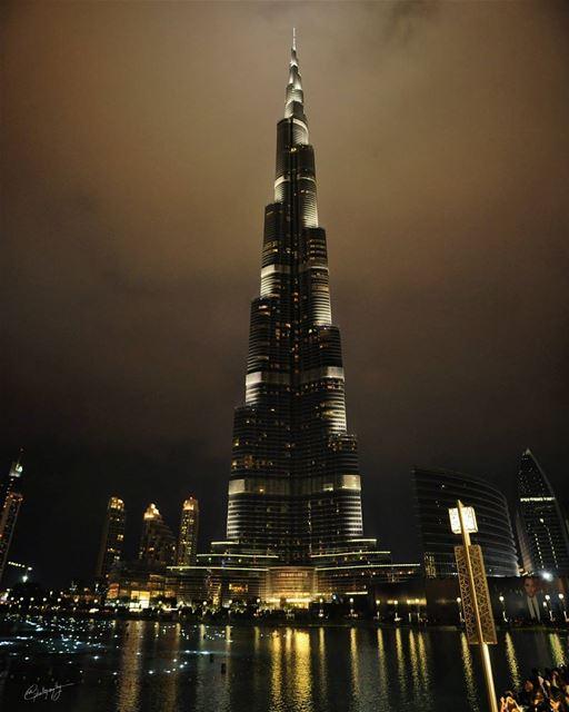 burjkhalifa dubai night cloudy longexposure citylights city ... (Burj Khalifa/Dubai Mall)