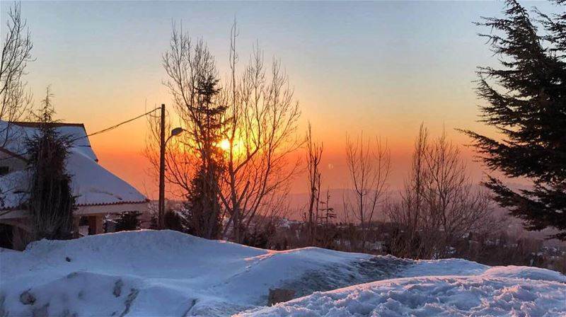 Sunset out here.  republicofsnowboarding  rosthehouse  mzaarskiresort ... (Kfardebian)