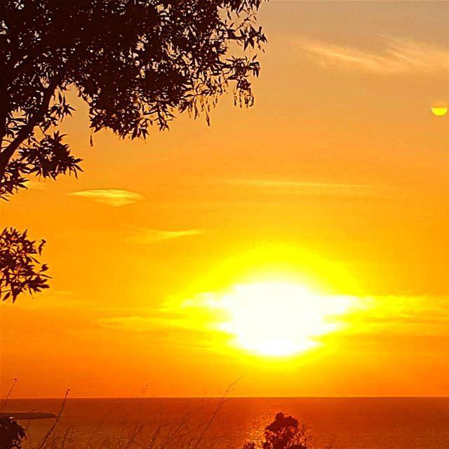 amazingsunset sunsetsea sunsetlebanon jounieh mediterraneansea ... (Joünié)
