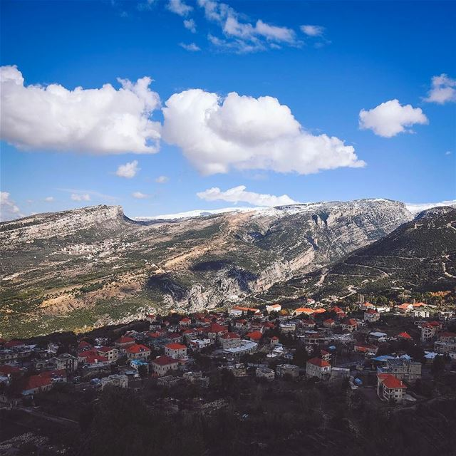 Douma village ❤️... lebanon instagood snow mountains webstapick ... (Douma, Liban-Nord, Lebanon)