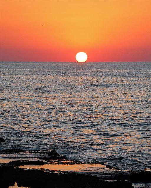 When the sun goes down ... lebanon lebanon_hdr ig_lebanon ... (Corniche El Manara. Ein El Mrayseh)