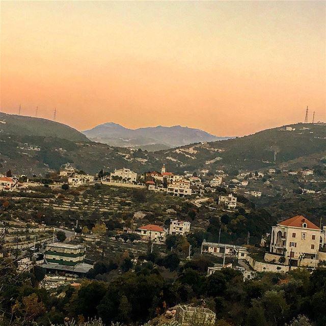 chebtine sunset batrountraders batrounalive batrountraders mybatroun... (Chabtîne, Liban-Nord, Lebanon)