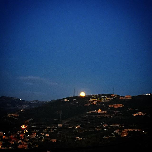 """ Rising Of The Moon..."" instapic instalike instaphoto instamoon instarise... (Chabtin Batroun)"