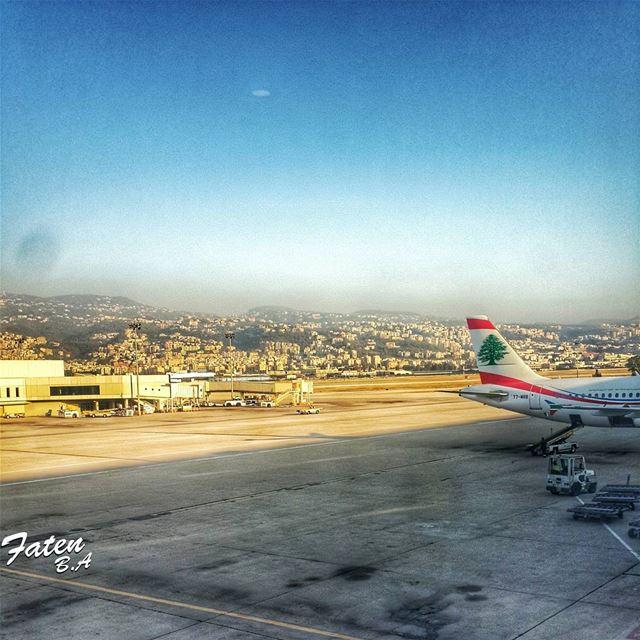 .كيف ينساك قلبا ذاق سكر غلاكضعت مابين مرك ومابين بلسم حلاك... (Rafic El Hariri International Airport Beirut)