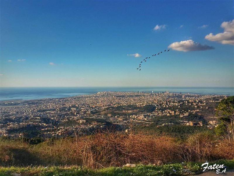 .بوقف انا كل يوم ع بابيبنطر حبيبي يطل من خلف المدىبسأل انا عطول اصحابيش (`Aytat, Mont-Liban, Lebanon)