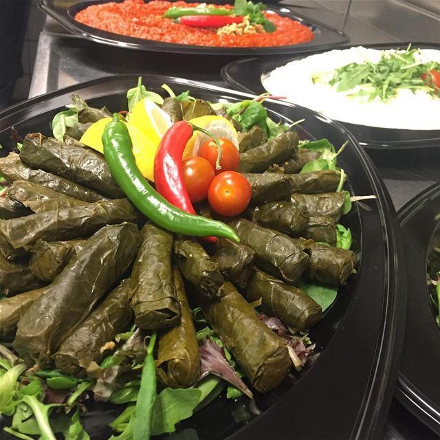 Vegetariska Vinbladsdolmar 😍👌🏻 warakenab libanesiskmeze ...
