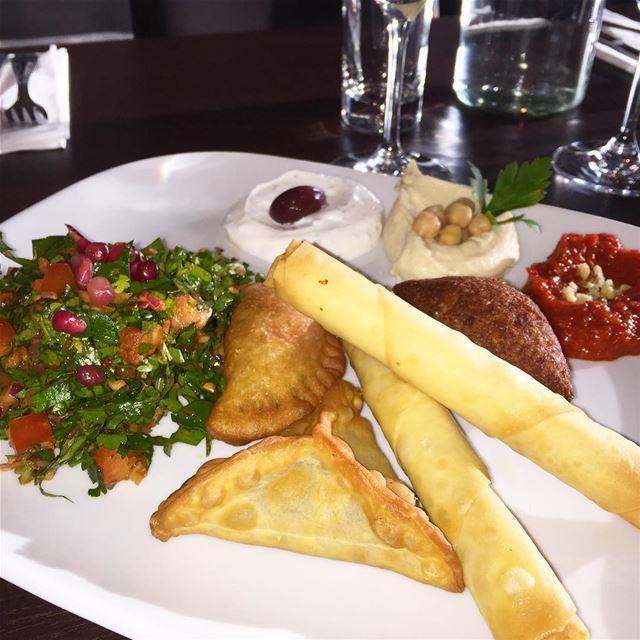 Gårdagens lunch 😍👏🏻 lebanesefood libanesiskahörnan (Libanesiska Hörnan)