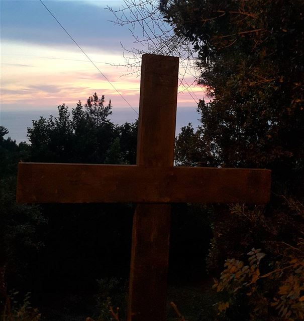 lebanon cross christianity darbelsama livelovejounieh hikingtrails ...