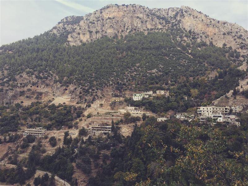 وادي قاديشا Quiet place flahsback livelovelebanon lebanon qadisha ... (Kadisha Valley)