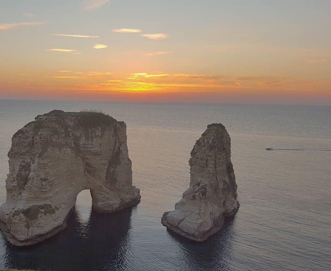 👉📷Pigeon Rock, Rawché, Beirut, Lebanon 🇱🇧 The Corniche or the wide... (Pigeon Rock Beirut.)