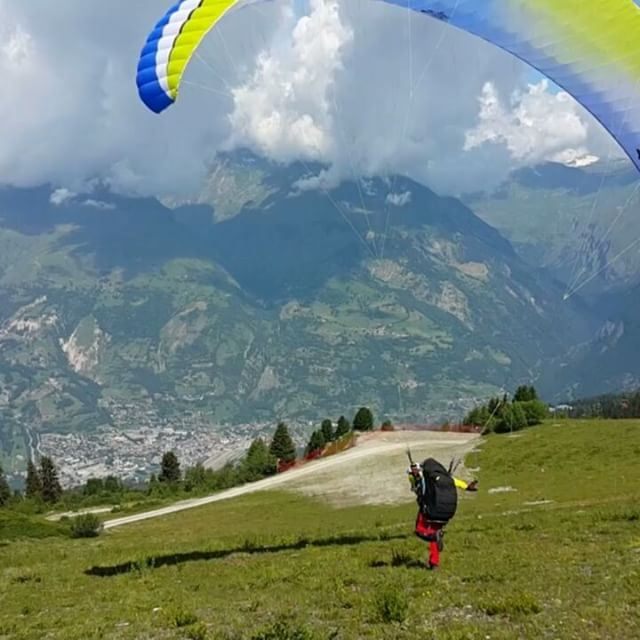 Morning takeoff 🤘 livelovebeirut  paraglidinglife  paragliding ... (Les Arcs, French Alps)