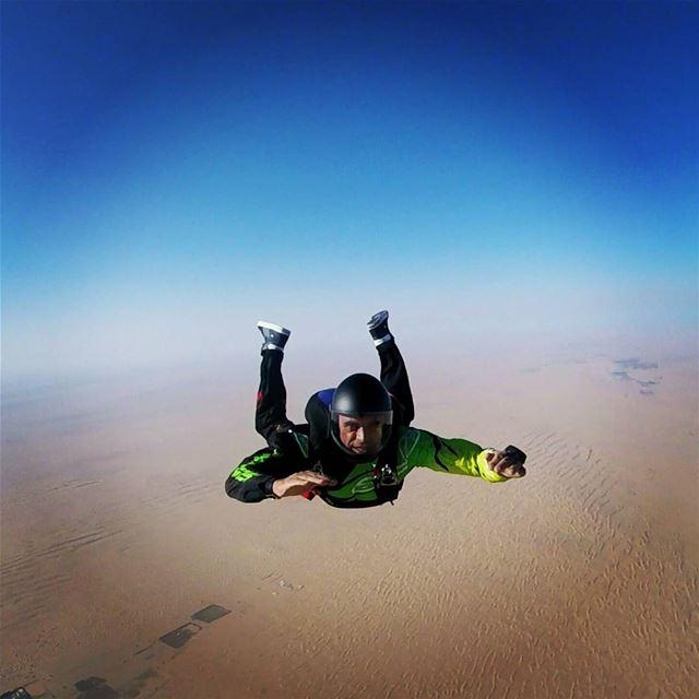 Free falling... livelovebeirut livelovedubai skydiving skysports ... (Skydive Dubai Desert Campus)