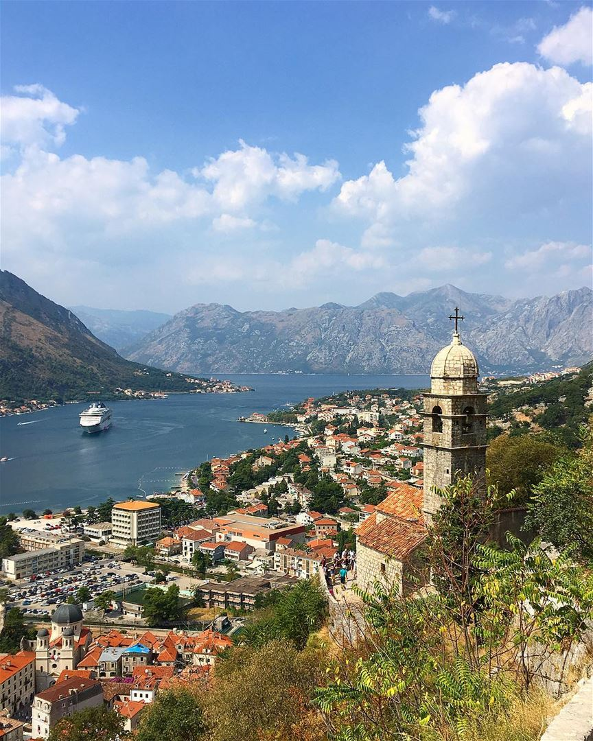 A postcard from Montenegró 🇲🇪..... wow_planet fantastic_earth ... (Fortress of Kotor)