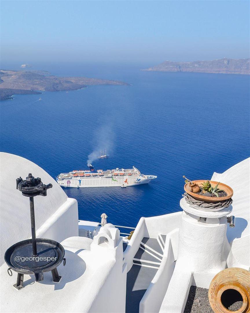 Throwback TakeMeBackToSantorini 😍... wow_planet fantastic_earth ... (Fira Town, Santorini)