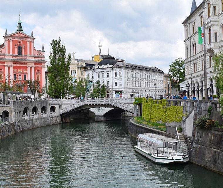 Cheers from Ljubljana! wow_planet fantastic_earth bestplaces_togo ... (Ljubljanica River, Ljubljana)