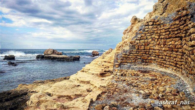 أفتش تحت تلك الصخورعن مغامرة نسيتهاأو ضحكة سقطت مني ها هنا...... (Tyre, Lebanon)