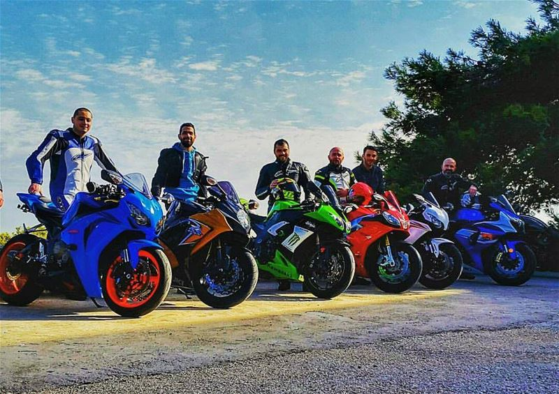 Tb⬅ colorful ride.... morning ride riding motorcycle moto bike cbr... (Saydit El Nouriyyeh Chekka)