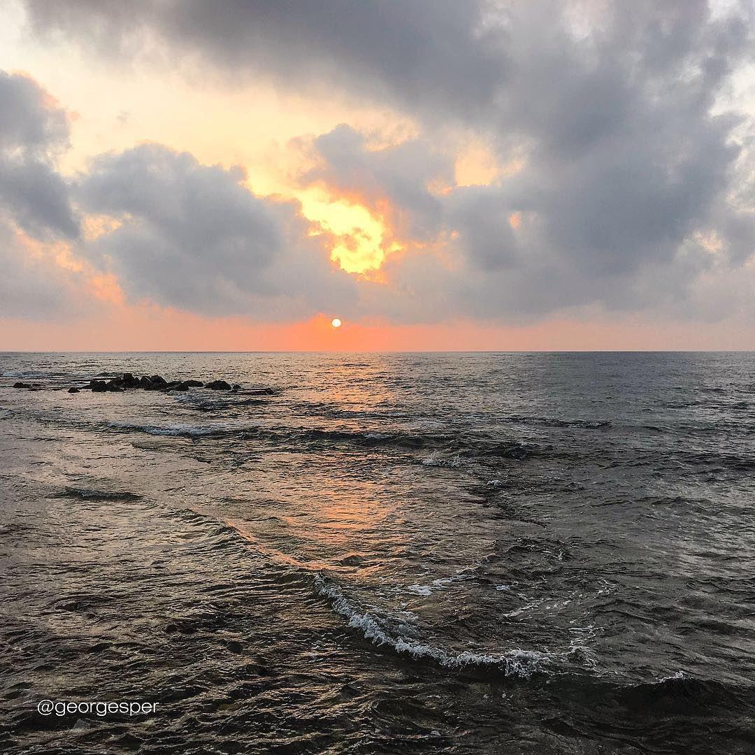 Good evening 😻... proudlylebanese beautifullebanon livelovebeirut ... (Tyre Beach-Al Fanar)