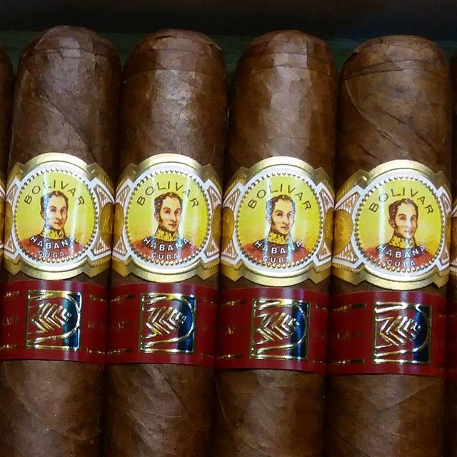 Simon say Hi ......... cigar  cigars  bolivar  cuban  cigarsociety ...