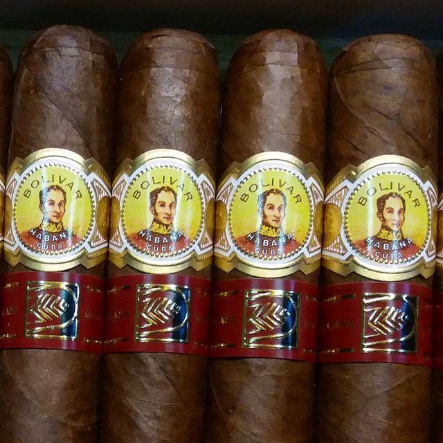 Simon say Hi ......... cigar cigars bolivar cuban cigarsociety ...