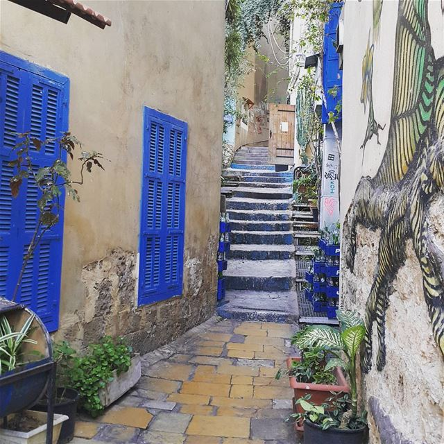 oldbeirut cafeemmnazih lebanon 👌 👌 alleyway gemmayze ...