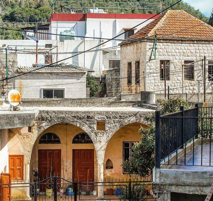 بيت بيوت 🏠🍃🏠 ضيعة قرميد ... lebanon beino beinovillage ... (Beïno, Liban-Nord, Lebanon)
