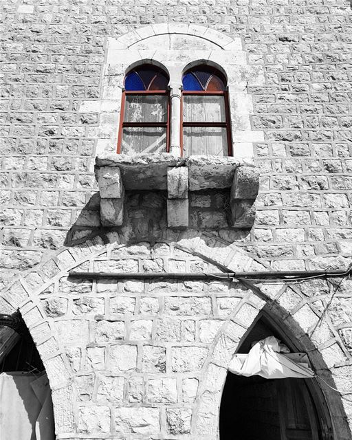 ~ asymmetry ~... Lebanon  lebanesehouse  oldhouse  house  facade ... (Rechmaya)
