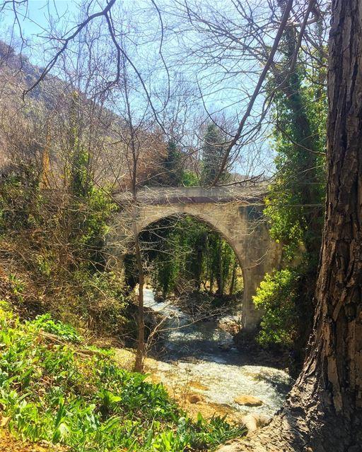حلوة يا بلدتنا يا زهرة الوديان 🏞 livelovelebanon livelovebeirut ... (Batloun, Mont-Liban, Lebanon)