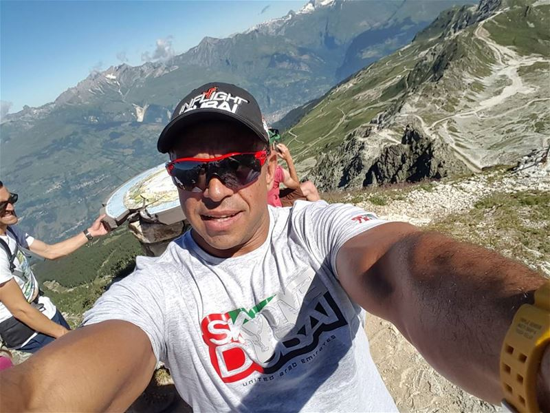 Getting ready to  miniwing it off Aiguille Grive after a long hike 😧😎🤘 ... (Aiguille Grive - 2732 Mètres)