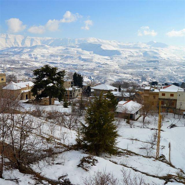 ehden snow sunday oneweekago royalkhoury ... (Ehden, Lebanon)