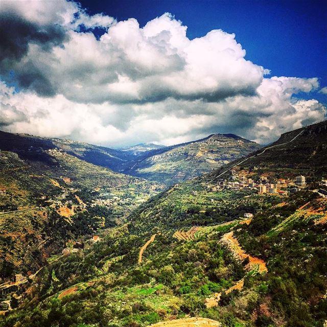 Hiking 🌳 (Reshmaya)