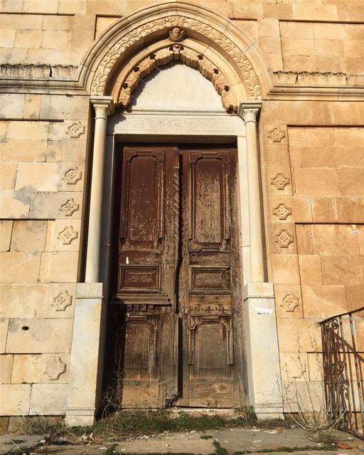 My FAV thing. Doors wheremyshoeslead. Doors rustic OldHouses Bazoun... (Bazaoûn, Liban-Nord, Lebanon)