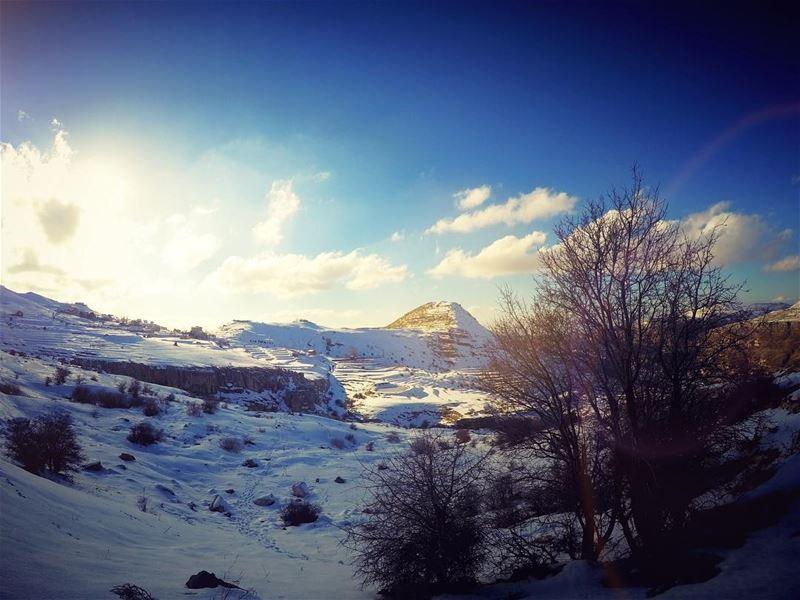 انا من هالشرق جايي ارض الايمانضيعنا مطلع الشمس ولون الزمان (Faraya)