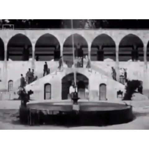 بيت الدين في اوائل عشرينيات القرن الماضي في مشاهد تعرض للمرة